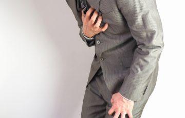 胸痛の男性